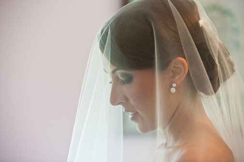 Bride with smoky eyes pearl earrings and veil