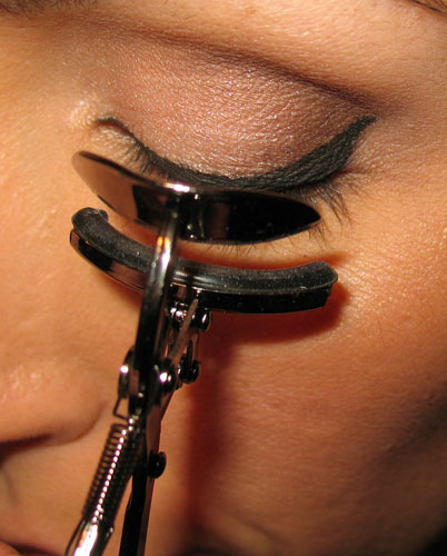 curling eyelashes