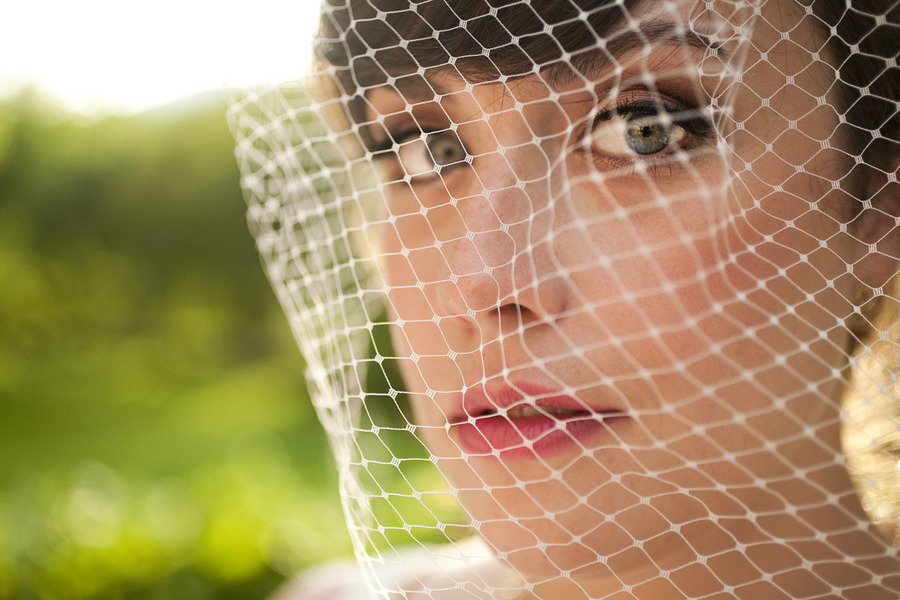 bride with vintage makeup and birdcage veil