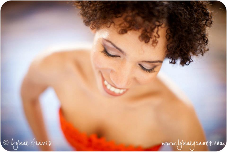 boudoir shoot natural makeup fur coat afro-american