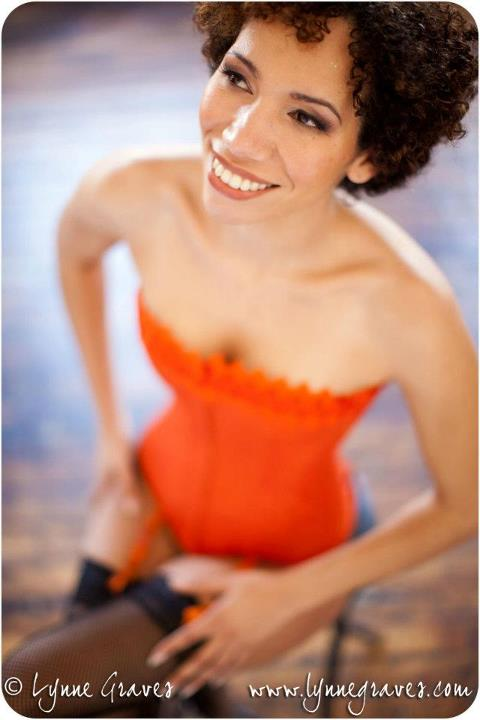 boudoir shoot natural makeup orange corset afro-american