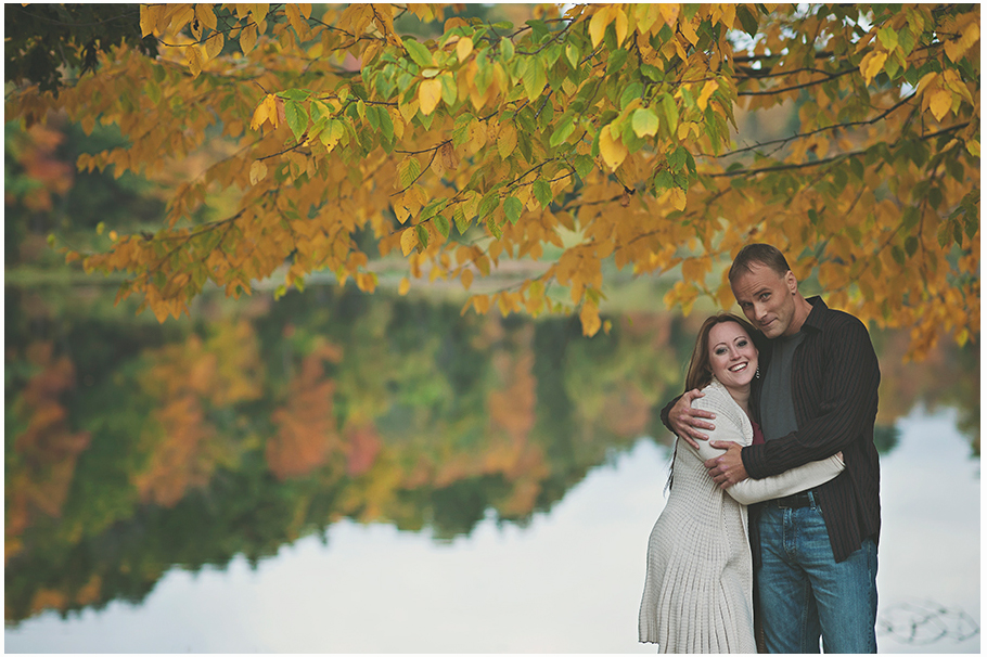 Autumn colors featured in engagement photos