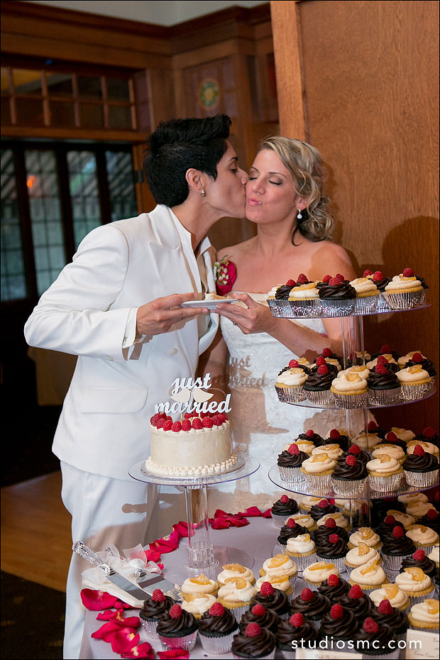 A smooch at the wedding dessert table