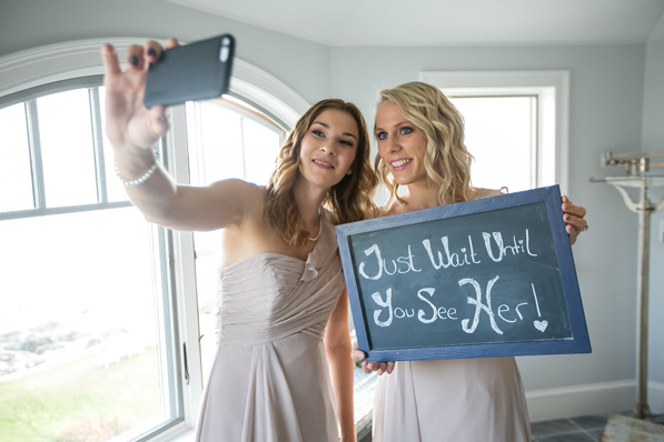 Keep your girls selfie-ing, not scrambling. (Photo: Four Wings Photography.)